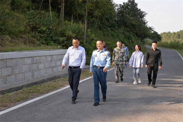 安吉县人武部部长调研人防工作