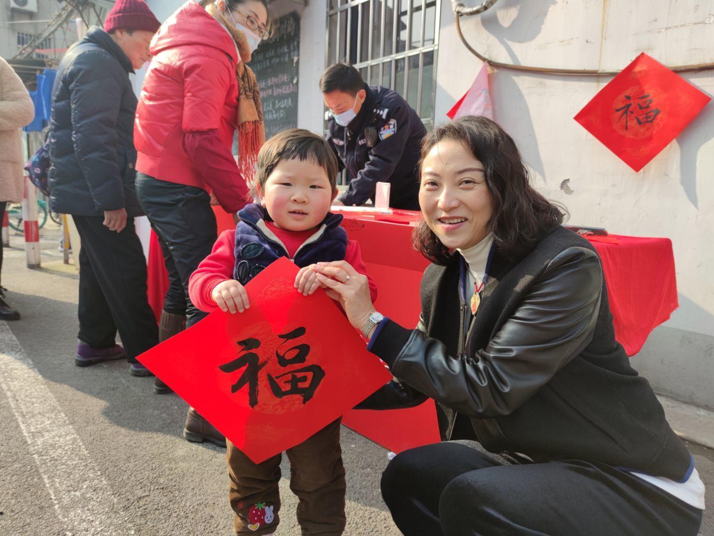 车站社区:墨香迎新春 丹青送祝福